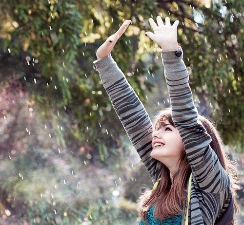 nature-trees-foliage-girl-happy-rain_large-1987868
