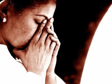 sepia-praying-woman-2390103