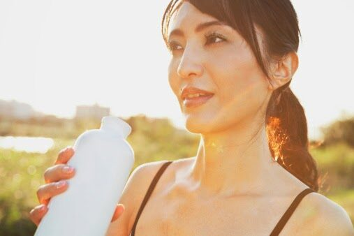 athletic-woman-drinking-from-water-bottle